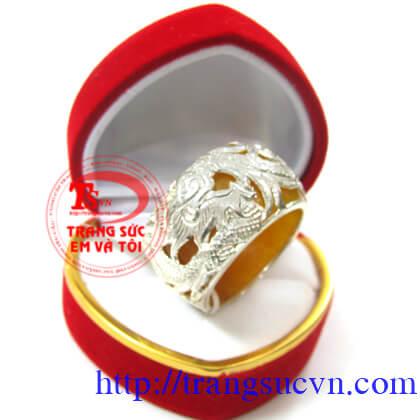 Nhẫn ngọc màu vàng bọc bạc rồng